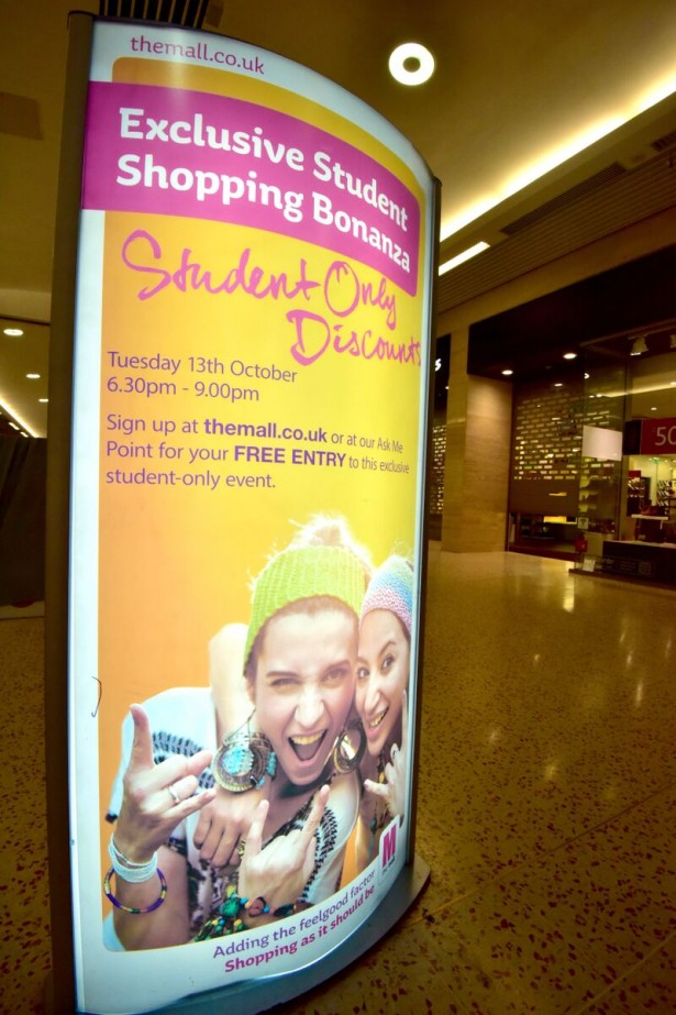 Luton_Mall_Student_Sign