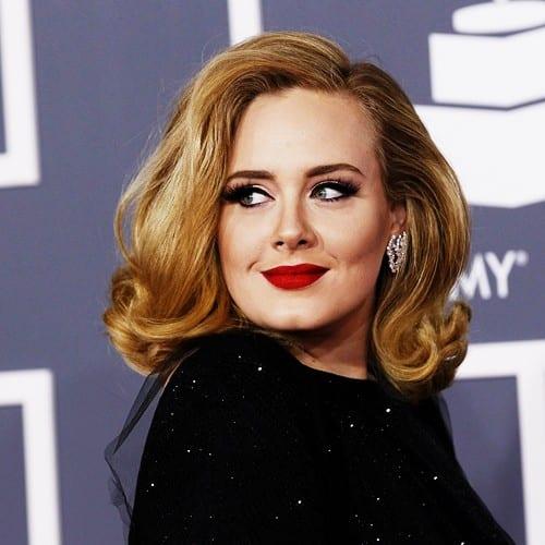 Adele in red lipstick | TrendLife Magazine