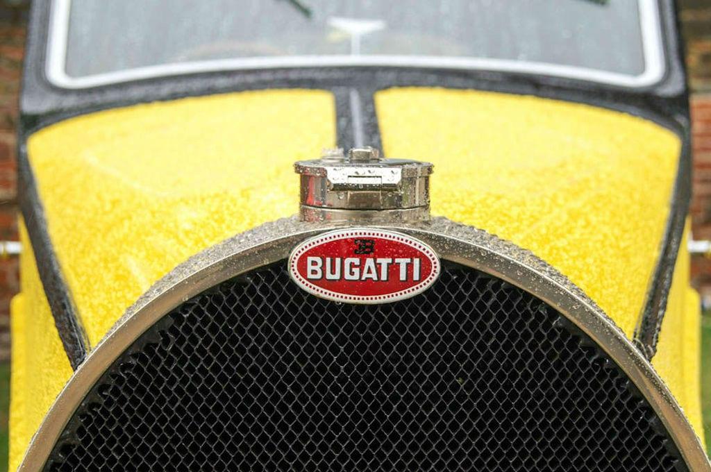 Salon Prive 2013 - Bugatti Type 46 Badge - carwitter